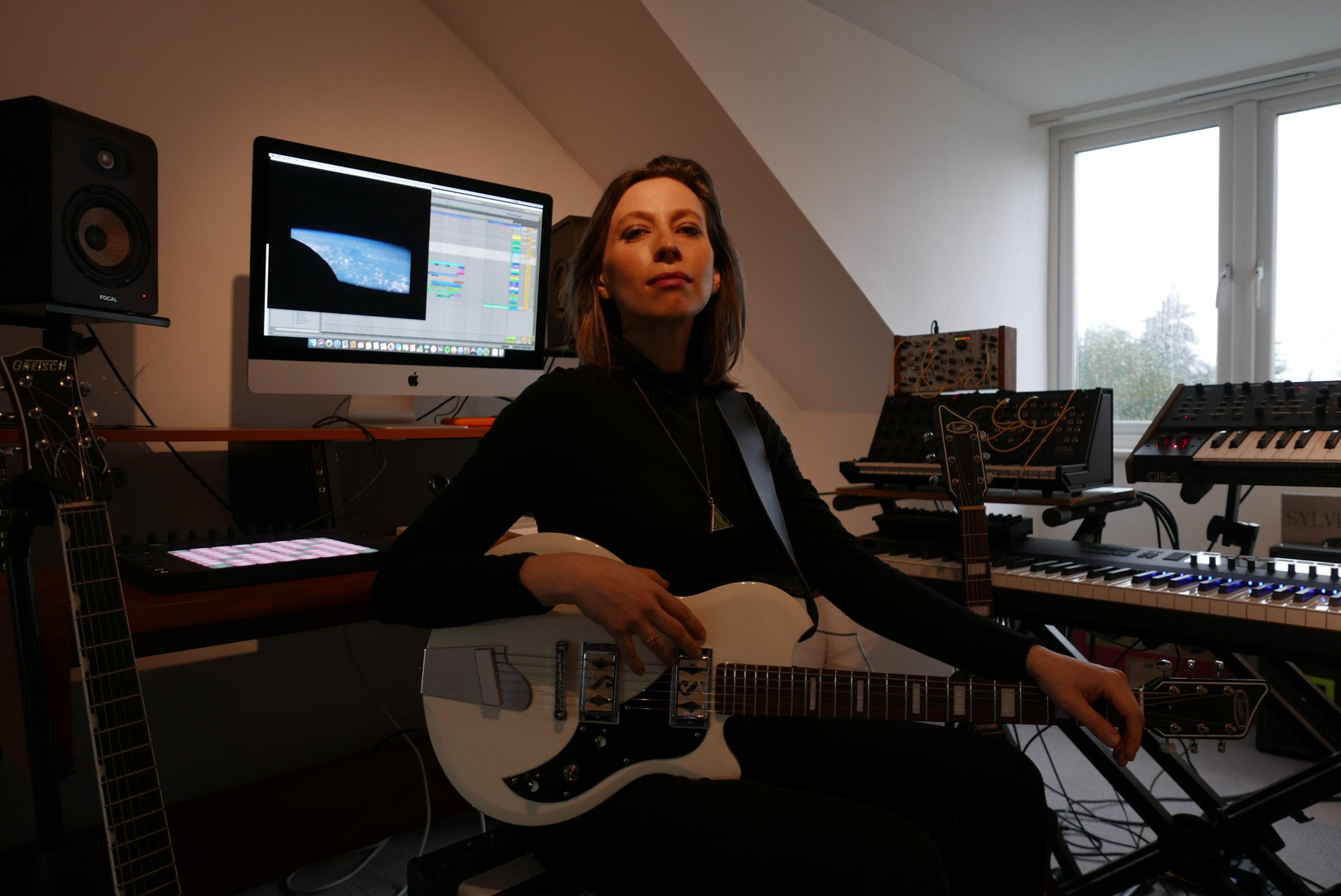 Ep05: Charlotte Hatherley on how 20 years of being in a band has equipped her for the apocalypse